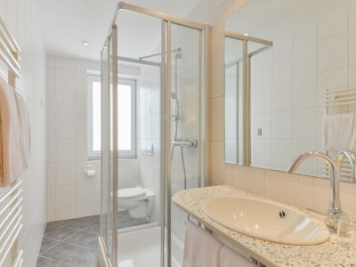 Badezimmer Hotel Garni Peterhof Dietenheim